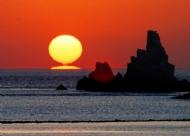 日出黑白石